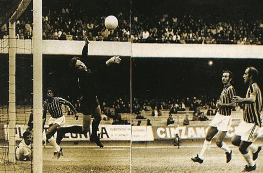 Sérgio pegava tudo contra o Corinthians.