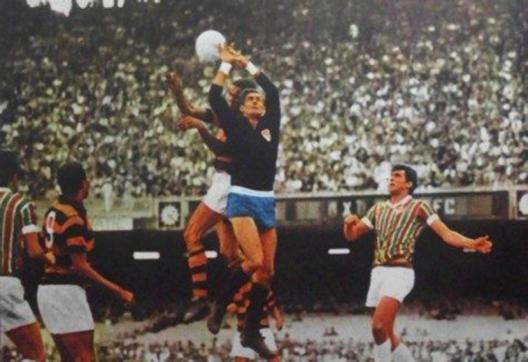 Felix em clássico contra o Flamengo no Maracanã. Crédito: revista do Esporte número 507 - Novembro de 1968.