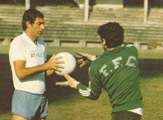 Felix trabalhando como preparador de goleiros no Fluminense. Crédito: revista Manchete Esportiva 1978.