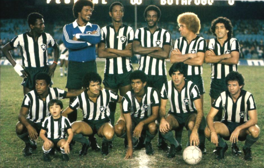 O Botafogo em 1979. Em pé: Perivaldo, Ubirajara, Mílton, Renê, Ruço e China. Agachados: Cremilson, Dé, Wescley, Renato Sá e Ziza. Crédito: revista Placar.