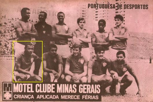 Edu, em destaque, nesta formação da Portuguesa de Desportos em 1969. Crédito: revista do Esporte número 527.
