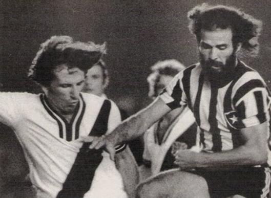 Ex-companheiros em clubes diferentes. Zé Mario e Mário Sérgio. Crédito: revista Placar.