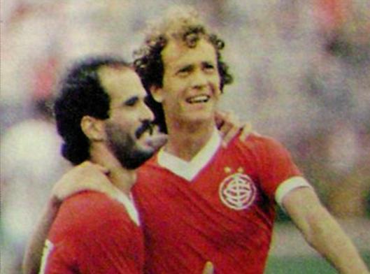 Mário Sérgio e Falcão. Crédito: revista Placar.