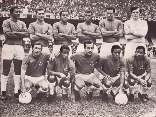 Cruzeiro em 1968. Em pé: Zé Carlos, Neco, Darci, Pedro Paulo,Procópio e Raul. Agachado : Natal, Evaldo, Tostão, Dirceu Lopes e Rodrigues.