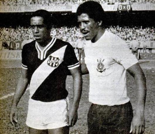Tuta e Zé Maria antes da segunda partida decisiva das finais do campeonato paulista de 1977. Crédito: revista Placar - 23 de março de 1979.
