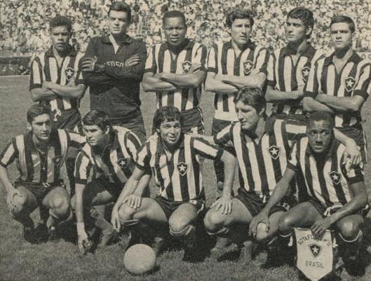 Em pé: Moreira, Cáo, Leônidas, Moisés, Nei Conceição e Valtencir. Agachados: Rogério, Carlos Roberto, Roberto Miranda, Ferretti e Paulo Cesar.