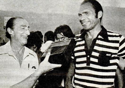 Fantoni e o goleiro Manga nos tempos de Grêmio. Crédito: revista Placar - 26 de janeiro de 1979.