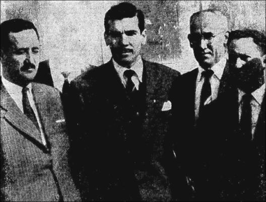 Jackson assina contrato no Parque São Jorge. Partindo da esquerda vemos o presidente Trindade, Jackson e os diretores Manoel dos Santos e João Tortosa. Crédito: Jornal Mundo Esportivo número 210 – Sexta Feira, primeiro de setembro de 1950.