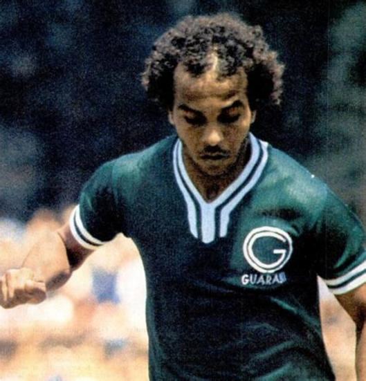 André teve uma boa passagem pelo Guarani de Campinas.Crédito: revista Placar – 25 de fevereiro de 1977.