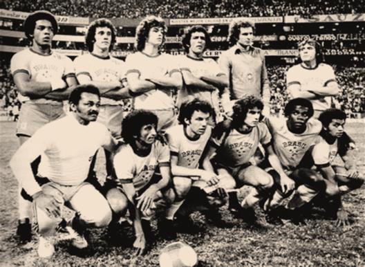Seleção no Pan-Americano de 1975 no México. Em pé: Mauro, Batista, Edinho, Tecão, Carlos e Chico Fraga. Agachados: Rosemiro, Eudes, Luís Alberto, Cláudio Adão e Santos.