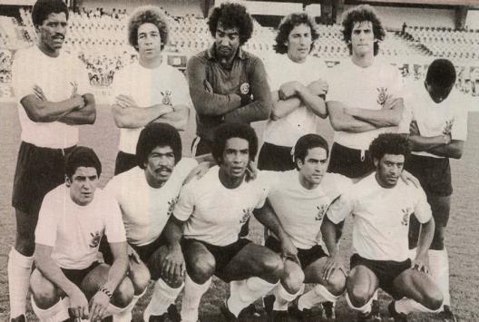 Uma das formações do Corinthians em 1977. Em pé: Zé Maria, Ruço, Tobias, Moisés, Zé Eduardo e Wladimir. Agachados: Vaguinho, Luciano, Geraldão, Palhinha e Romeu.