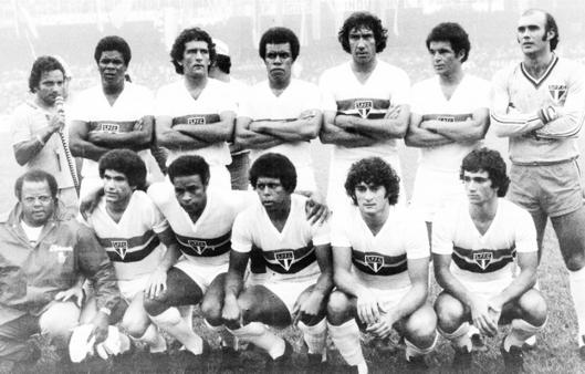 O time campeão nacional de 1977. Em pé: Antenor, Tecão, Getúlio, Chicão, Bezerra e Waldir Peres. Agachados: Viana, Teodoro, Mirandinha, Dario Pereyra e Zé Sérgio.