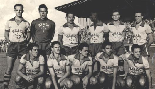 Seleção que participou dos jogos olímpicos de 1952. Em pé: Mauro, Carlos Alberto, Valdir, Zózimo, Adezio e Edson. Agachados: Milton, Humberto, Larry, Vavá e Jansen. Crédito: selecao.cbf.com.br.