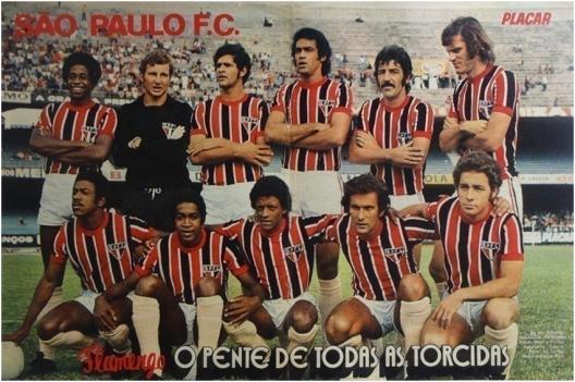 O São Paulo no Morumbi em 1973. Em pé: Gilberto, Pascoalim, Paranhos, Édson Cegonha, Roberto Dias e Forlan. Agachados: Jésum, Terto, Zé Carlos, Pedro Rocha e Piau. Crédito: revista Placar.